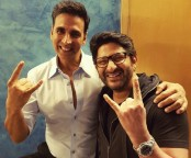 Akshay thanks Arshad for making it to 'Jolly LLB' screening