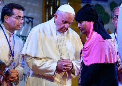 Pope Francis wraps up Asia tour after meeting Rohingya